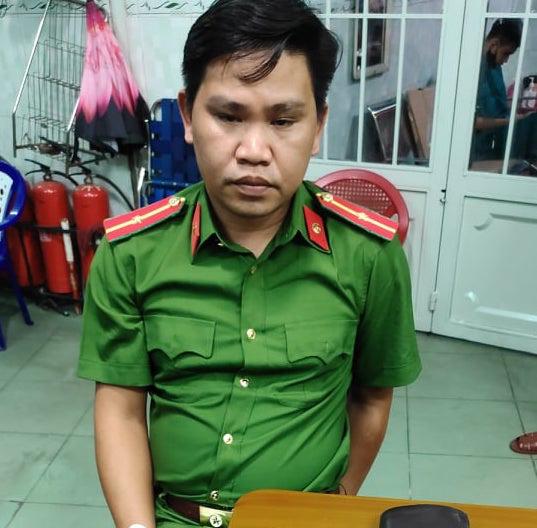 TP HCM: Khởi tố 2 cảnh sát dỏm xông vào nhà dân đọc lệnh bắt người - Ảnh 2.