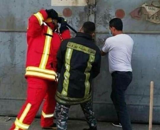 Bức ảnh biểu tượng trong vụ nổ ở Lebanon - Ảnh 1.