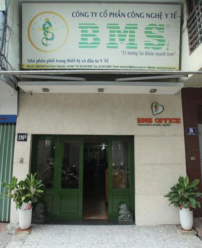 Vụ nâng giá thiết bị ở Bệnh viện Bạch Mai: Công ty BMS trúng thầu ở nhiều bệnh viện - Ảnh 1.