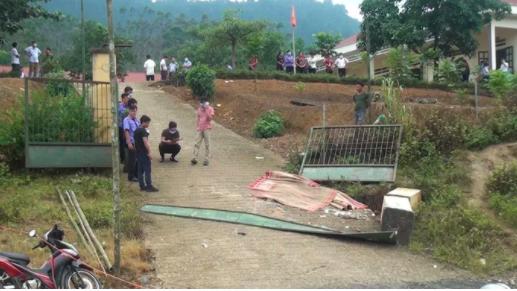 Bộ trưởng Phùng Xuân Nhạ gửi lời chia buồn tới gia đình học sinh bị tai nạn tại Lào Cai - Ảnh 1.