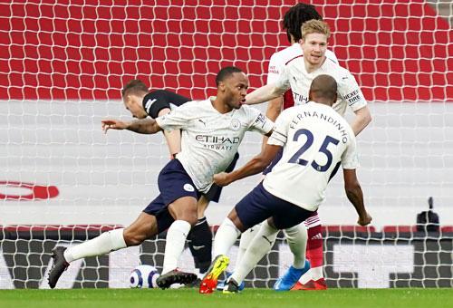Man City thẳng tiến ngôi vô địch - Ảnh 1.