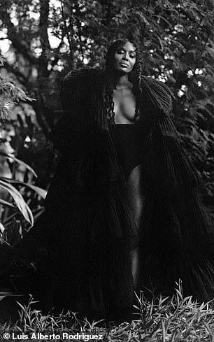 """""""Báo đen"""" Naomi Campbell khoe vẻ hoang dã và quyến rũ - Ảnh 13."""