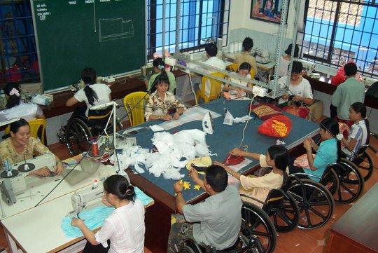 Hỗ trợ người khuyết tật hòa nhập - Ảnh 1.