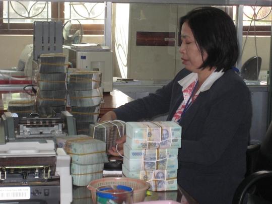 Ngân hàng không được nhận và chi trả tiền gửi tại nhà khách hàng - Ảnh 1.
