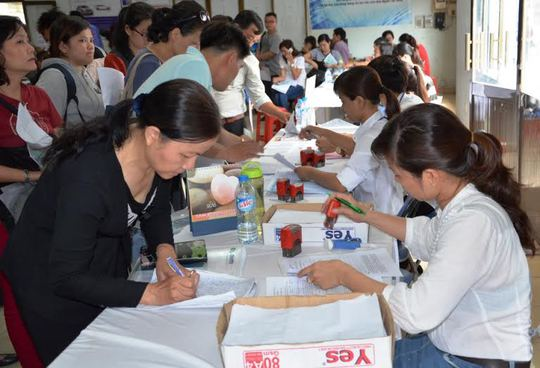 Ứng viên đăng ký ứng tuyển tại Sàn giao dịch việc làm