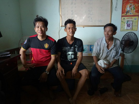 Cứu sống 3 thuyền viên gặp nạn trên biển ở Phú Quốc - Ảnh 1.
