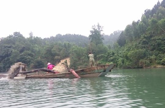 Việc doanh nghiệp khai thác quá mức trong phạm vi được cấp phép khiến sông Long Đại ngày một sạt lở
