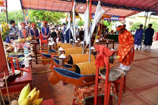 Các lễ vật tại Lễ Khao lề thế lính Hoàng Sa. Ảnh: Tử Trực