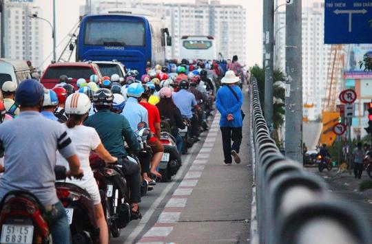Sau 3 ngày quan sát, phóng viên ghi nhận cầu Nguyễn Tri Phương xảy ra kẹt xe nhiều nhất