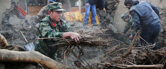 Trung Quốc: Động đất, 31 người thương vong - Ảnh 1.