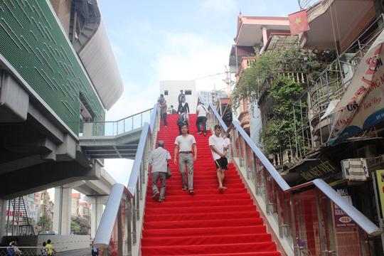 Háo hức mục sở thị tàu đường sắt Cát Linh - Hà Đông - Ảnh 3.