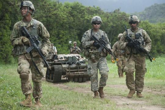 Mỹ phát triển đội quân hỗn hợp con người - robot - Ảnh 1.