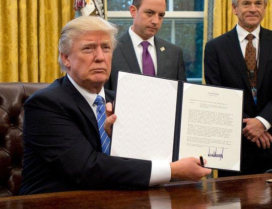 TT Donald Trump đưa vụ sắc lệnh nhập cư lên tòa án tối cao - Ảnh 1.