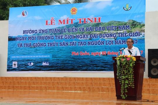 Phú Quốc thả 1 triệu con ghẹ xuống biển - Ảnh 1.