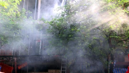 Cháy cửa hàng vàng mã, suýt thiêu trụi nhà mặt tiền đường - Ảnh 1.