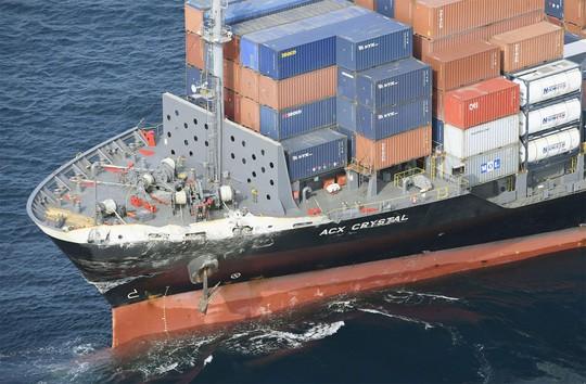 Tàu hàng Philippines đụng tàu chiến Mỹ khi đang lái tự động - Ảnh 1.