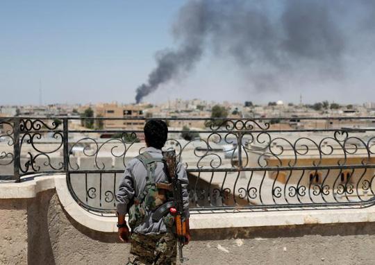 Thảm cảnh ở Raqqa: Ra khỏi nhà là thấy thi thể - Ảnh 1.