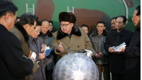 Mỹ và Triều Tiên, ai cười ai? - Ảnh 1.