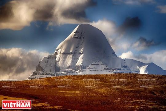 Hành trình chiêm bái ngọn núi thiêng Kailash ở Tây Tạng - Ảnh 1.