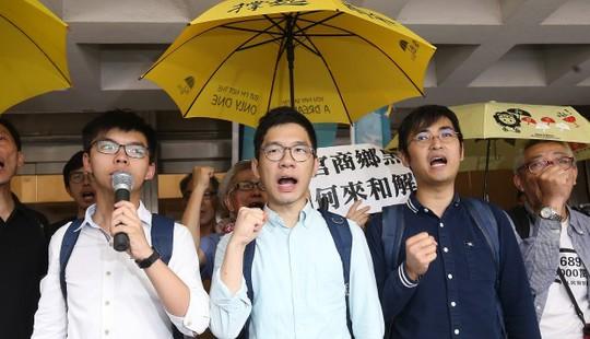 Hồng Kông: Joshua Wong bị bỏ tù - Ảnh 1.