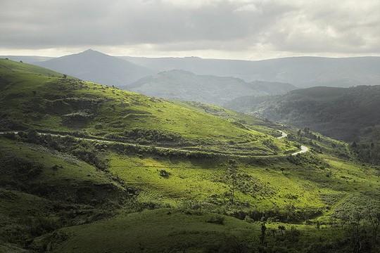 Du ngoạn dọc theo những quãng đường đẹp nhất thế giới - Ảnh 1.