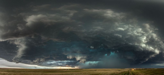Ảnh đẹp trong tuần: Chứng kiến siêu bão ở Đại Bình nguyên nước Mỹ - Ảnh 1.