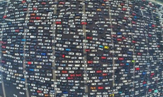 Kinh hoàng cảnh kẹt xe vào giờ cao điểm trên thế giới - Ảnh 1.