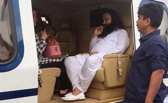 Ấn Độ: Thủ lĩnh tôn giáo cưỡng hiếp tín đồ lãnh 20 năm tù giam - Ảnh 3.