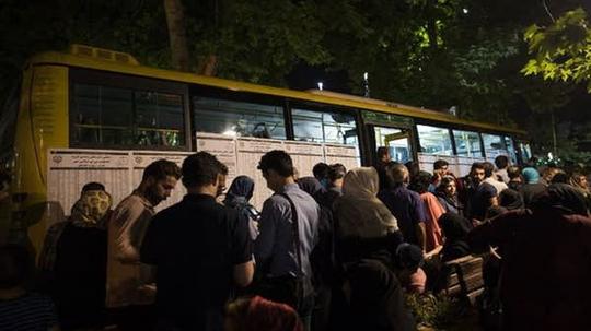 Lật xe buýt, 12 nữ sinh thiệt mạng - Ảnh 1.
