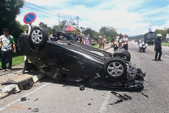 Vợ chồng lái xe hơi rượt đuổi nhau, hại lây người khác - Ảnh 1.