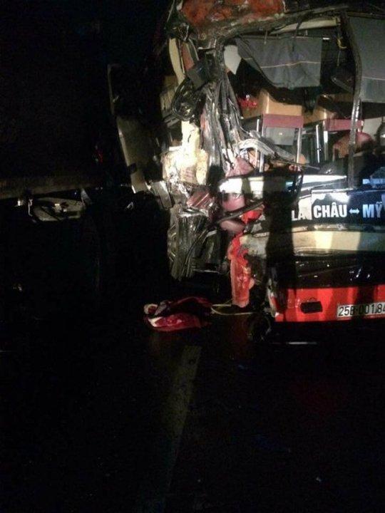 Xe khách đối đầu xe tải trên cao tốc, 8 người trọng thương - Ảnh 3.