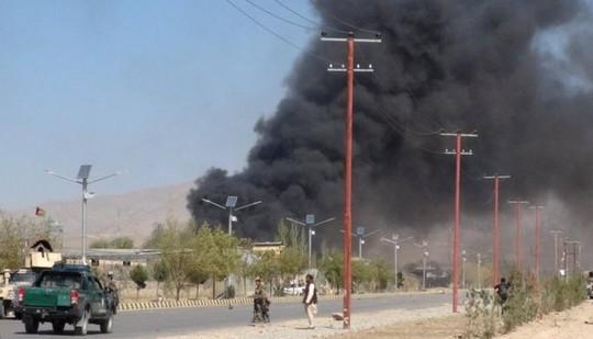Taliban xông thẳng vào trụ sở cảnh sát, 193 người thương vong - Ảnh 1.