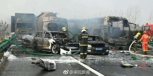 Trung Quốc: Tai nạn liên hoàn, 18 người chết - ảnh 1