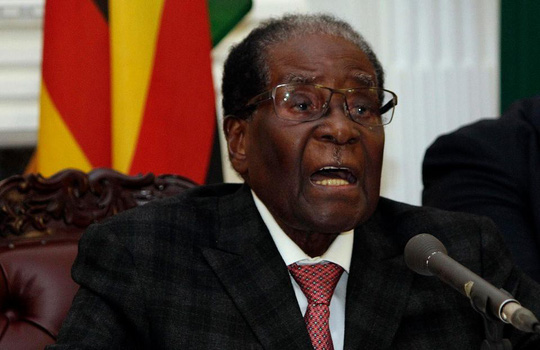 Ông Mugabe khẳng định không từ chức trong bài phát biểu kéo dài 21 phút. Ảnh: AP