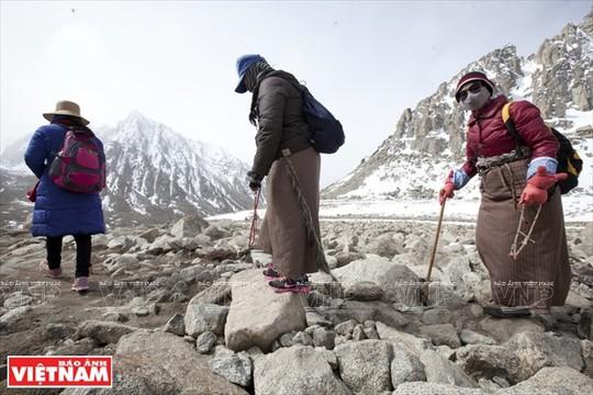 Hành trình chiêm bái ngọn núi thiêng Kailash ở Tây Tạng - Ảnh 10.
