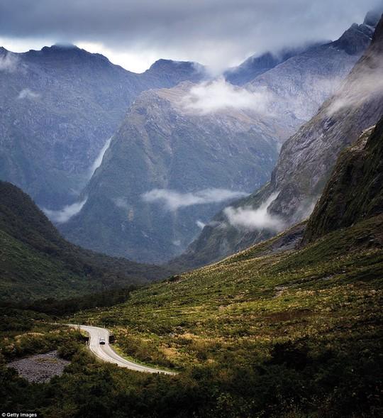 Du ngoạn dọc theo những quãng đường đẹp nhất thế giới - Ảnh 10.