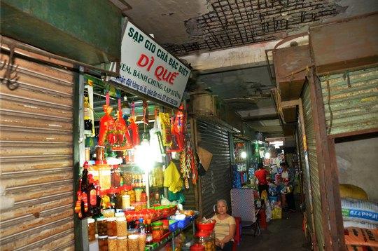 Chợ ế ẩm, xuống cấp - Ảnh 1.
