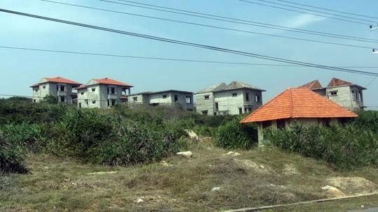 Một khu du lịch bị bỏ hoang nhiều năm do dự án cảng Kê Gà