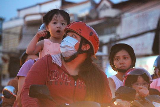 Người dân mệt mỏi mỗi khi qua cầu Chánh Hưng vào giờ cao điểm.