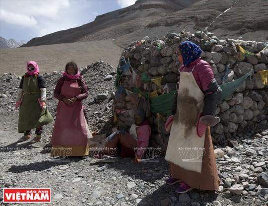 Hành trình chiêm bái ngọn núi thiêng Kailash ở Tây Tạng - Ảnh 11.