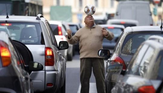 Kinh hoàng cảnh kẹt xe vào giờ cao điểm trên thế giới - Ảnh 11.