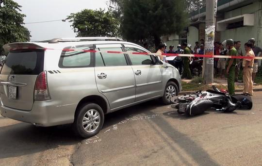 Ô tô rẽ phải tông xe máy, thanh niên 24 tuổi tử vong - ảnh 1