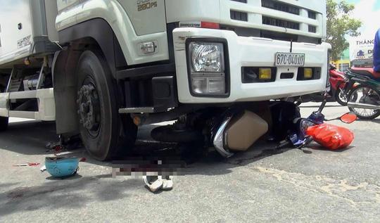 Bị xe tải tông, một phụ nữ mang thai nguy kịch - ảnh 1