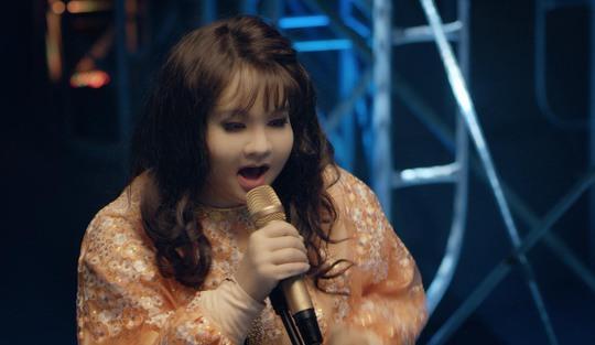 Minh Hằng khác lạ với tạo hình gái béo - Ảnh 3.