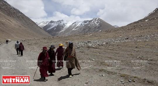 Hành trình chiêm bái ngọn núi thiêng Kailash ở Tây Tạng - Ảnh 12.