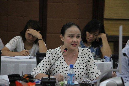 Cô Nguyễn Thị Thu Cúc, Hiệu trưởng Trường THPT Gia Định, phát biểu tại hội thảo