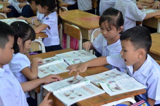 Cấm dạy nội dung ngoài sách giáo khoa - Ảnh 1.