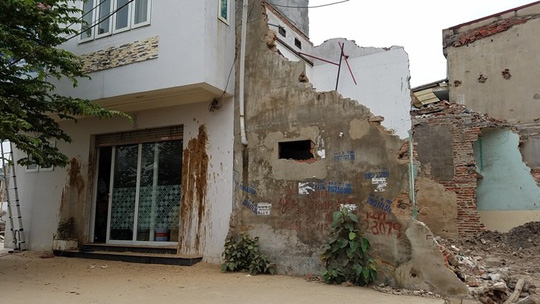 Ba hộ dân bị khủng bố bằng bom bẩn - Ảnh 1.