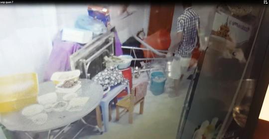 Clip: Côn đồ vào nhà truy sát rồi cướp táo tợn - Ảnh 2.