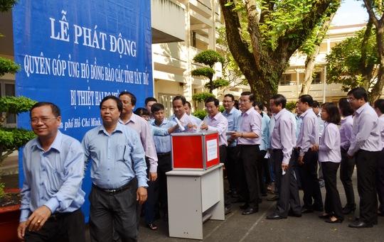 Thành ủy TP HCM quyên góp giúp đồng bào phía Bắc - Ảnh 3.